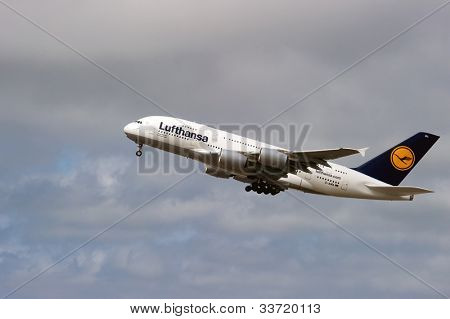 SAN FRANCISCO, CA - MAY 26: A Lufthansa Airbus A380, the world's largest passenger jet, takes off in San Francisco, CA on May 26, 2012. The A380 has recently experienced cracks in its wings.