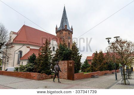 Czarnkow, Wielkopolskie / Poland – December, 03, 2019: Market In A Small Town. Old Tenements In The