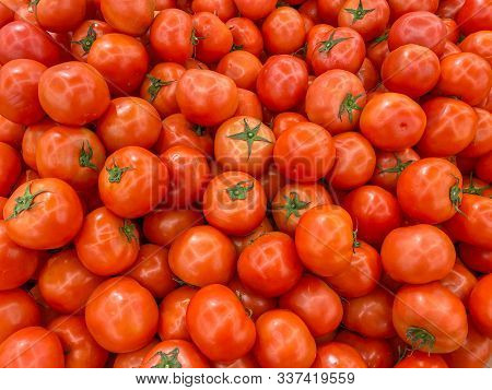 Flawless Red Tomatoes At Grocery Store For Healthy Concept Background