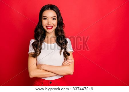 Portrait Of Her She Nice Attractive Pretty Lovable Glamorous Lovely Cheerful Cheery Content Wavy-hai