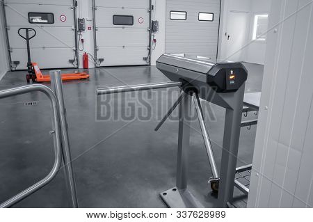 Access Control To The Premises Through The Turnstile