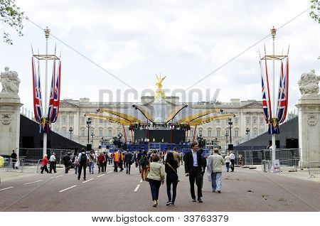 LONDON, UK, JUNE 1: Preparation and decoration of the Mall and Buckingham Palace for the Queen's Diamond Jubilee on June 1, 2012 in London. The main celebrations will be held  from June 2 to June 5.