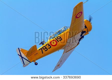 Cadiz, Spain-sep 08:  Aircraft T-6 Texan Taking Part In An Exhibition On The 5th Airshow Of Cadiz On
