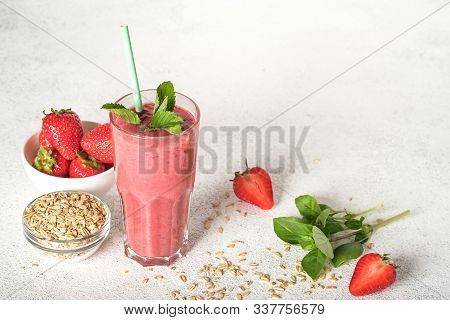 Organic Berry And Vegetable Smoothie With Oatmeal On A Light Background Copy Space. Healthy Food. La