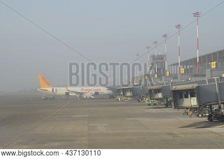 Dalaman, Turkey, August 2021. Preparing An Airliner For A Flight At Dalaman Airport.