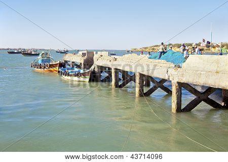 Teabreak For Fishnet Menders At Dwarka