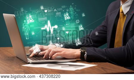 hand browsing on the internet for medical issues