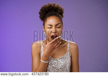 Tired Attractive African-american Party Girl Had Fun Night Yawning Sleepy Close Eyes Cover Opened Mo