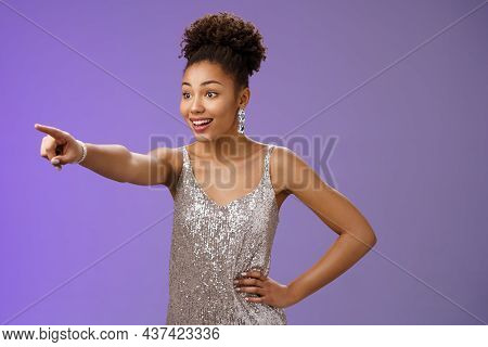 Impressed Fascinated Cute African-american Woman Excited Pointing Index Finger Sideways Thrilled Enj
