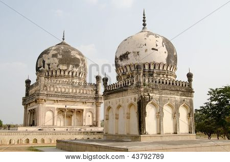 Courtesans' tombs, Hyderabad