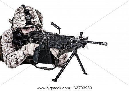 US marine with mashine gun