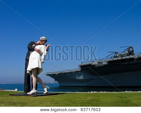 San Diego, California, Us - March 15, 2007: Sculpture Of Kissing Seaman And Girl Based On Famous Wor