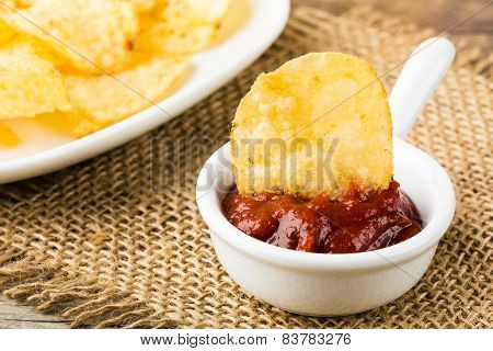 Hearty Potato Chips With Hot Tomato Dip