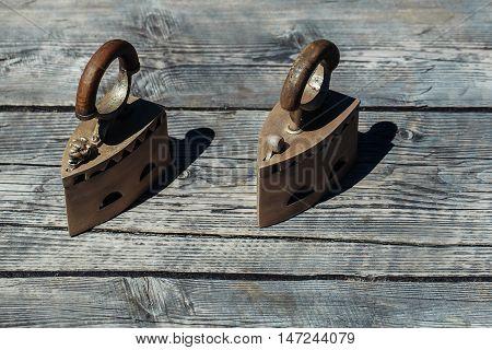 Old Fashioned Heavy Metallized Retro Iron
