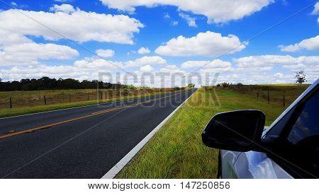 Ruta despejada en Crystal River, Florida, USA.