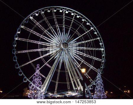 la grande roue sur l'avenue des Champs-Élysées