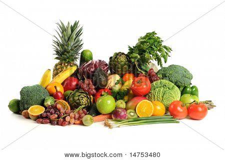 Frisches Obst und Gemüse over white background