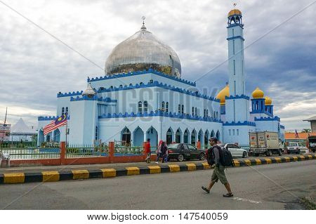 Semporna,Sabah-Sep 10,2016:Tourist with backpack walking in the Semporna mosque known as Ar Rahman mosque at Semporna,Sabah.Considered as one of the most beautiful mosques in the Sabah,Borneo.