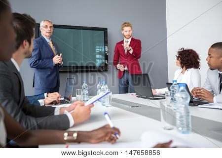 Discus between manager and employees on business meeting discus