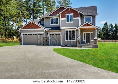 Craftsman American House With Rocks Trim, Garage And Concrete Floor Porch
