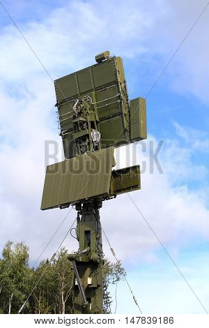 All-around antenna of the air defence compex made of phased array technology on a rotating platform