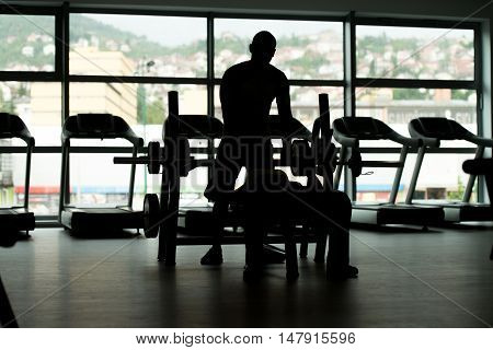 Siluet Woman Train Chest On Bench With Trainer