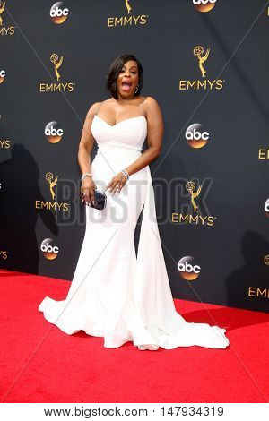 LOS ANGELES - SEP 18:  Niecy Nash at the 2016 Primetime Emmy Awards - Arrivals at the Microsoft Theater on September 18, 2016 in Los Angeles, CA