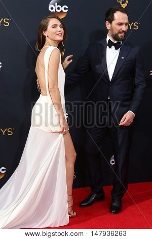 LOS ANGELES - SEP 18:  Keri Russell, Matthew Rhys at the 2016 Primetime Emmy Awards - Arrivals at the Microsoft Theater on September 18, 2016 in Los Angeles, CA