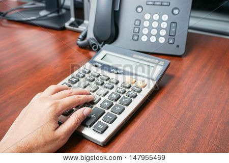 woman use a calculator in the office
