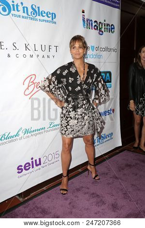 LOS ANGELES - JUN 27:  Halle Berry at the 2018 Imagine Cocktail Party To Benefit Jenesse Center at the Wilshire Country Club on June 27, 2018 in Los Angeles, CA