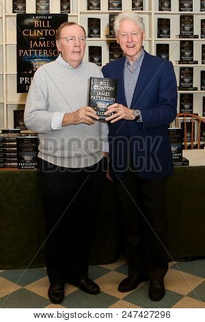 HUNTINGTON, NY - JUN 28: Author James Patterson (L) and former President Bill Clinton attend the book signing of