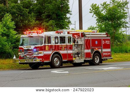 Sayreville Nj Usa - Jujy 02, 2018: Firetruck Driving Flashing Blue Lights A Accident Damaged Car On