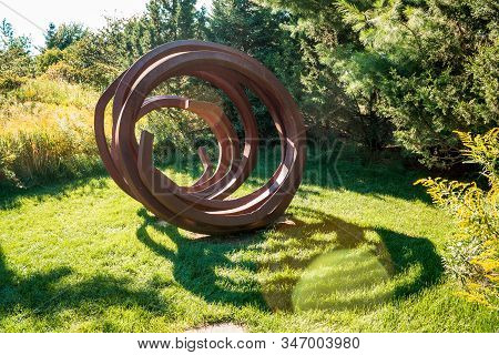 Frederik Meijer Gardens- Grand Rapids, Mi /usa - September 4th 2016: Spiral Coil Statue At The Frede