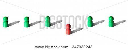 Single Red Token Between Green Tokens