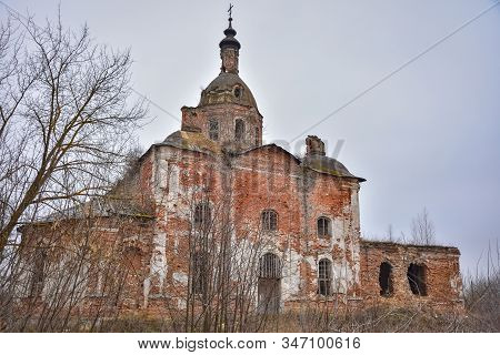 Abandoned Savior Church In Saltykovo, An Inactive Christian Church, An Abandoned Church, A Crumbling