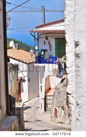 Alleyway. Vico del Gargano. Puglia. Italy.