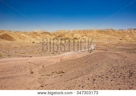 Desert Landscape Sand Stone Ground Dry Wasteland Scenic View Rocky Hills Horizon Background Middle E