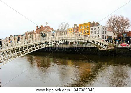 Dublin Ireland, January 18 2018: View Of Hapenny Bridge In Dublin And The Beautiful Buildings Behind
