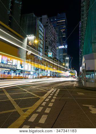 Kowloon, Hong Kong - November 02, 2017: A Long Exposure Shot Of The Middle Road Intersection With Na