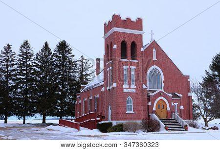 Glenwood City, Wi / Usa  - January 12 / 2020: Beautiful Immanuel Lutheran Church In The Winter