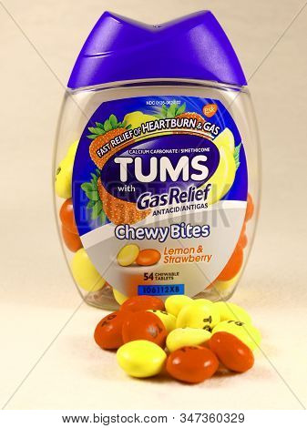 Clear Lake, Wi / Usa  - January 12 / 2020: Close Up Of Tums Chewy Bites For Antacid. Lemon And Straw