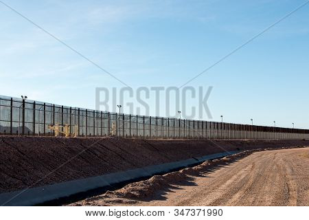. El Paso, Texas Usa-january 13, 2020: Fence Along The U.s. Mexican Border In El Paso, Texas