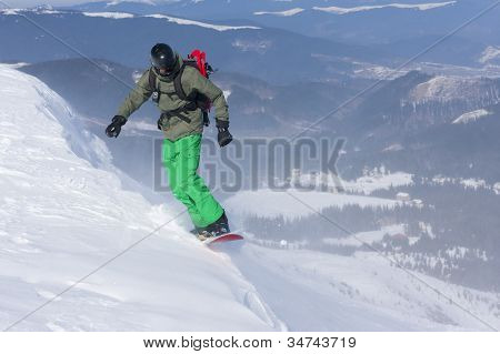 Backcountry freerider on the brink of a precipice.