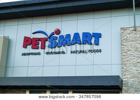 Orlando, Fl/usa-1/29/20: A View Of The Storefront Of Petsmart.  Petsmart Is An American Retail Chain