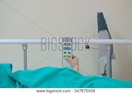 Female Patients Are Using The Remote To Adjust The Bed