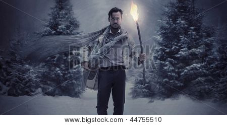 Knappe man met een brandende fakkel