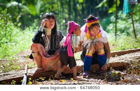MAE HONG SON, CHIANG MAI, THAILAND - DEC 4, 2013: Unidentified Karen Long Neck women in traditional hill tribe village also known as Kayan indigenous  ethnic group. Famous tourist travel destination.