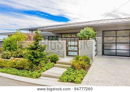Luxury house with double garage door in Vancouver, Canada.