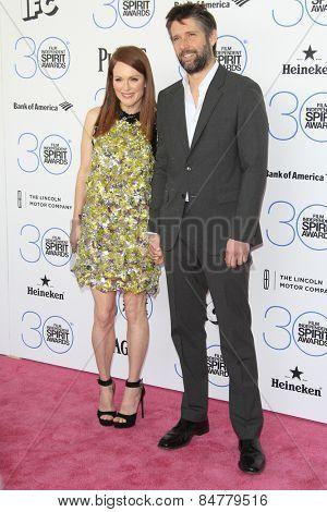 SANTA MONICA - FEB 21: Julianne Moore, Bart Freundlich at the 2015 Film Independent Spirit Awards on February 21, 2015 in Santa Monica, California