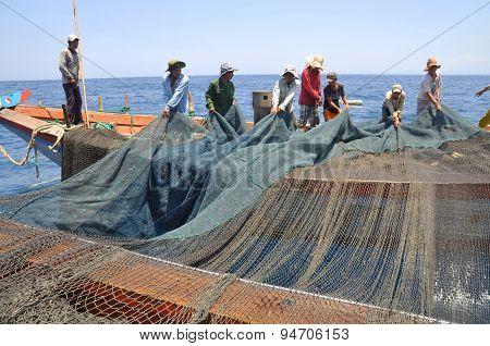 Nha Trang, Vietnam - May 5, 2012: Fishermen Are Trawling For Tuna Fish In The Sea Of Nha Trang Bay I
